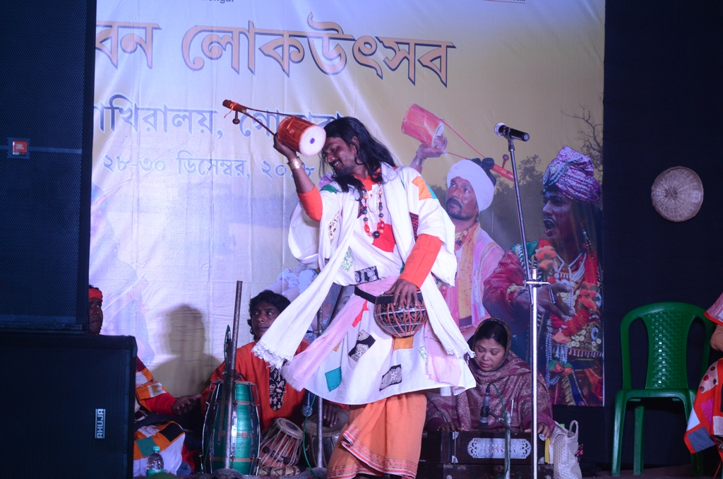 Pradyut Bala performing at Sundarban Lokutsav
