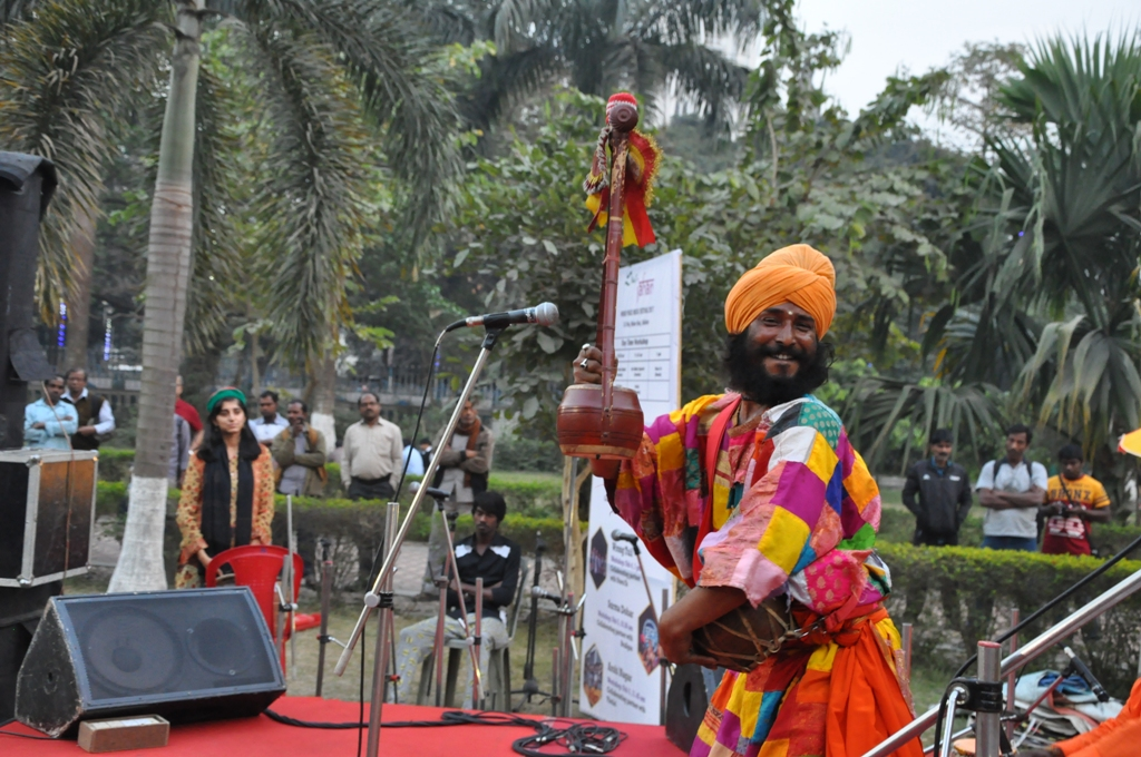 Girish Khyapa at Sur Jahan folk stage
